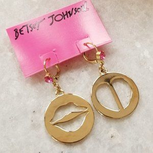 NWT Betsey Johnson Status Lips Mismatch Earrings